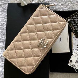 Chanel 21S Beige Caviar Clutch Wallet NEW Pearl CC